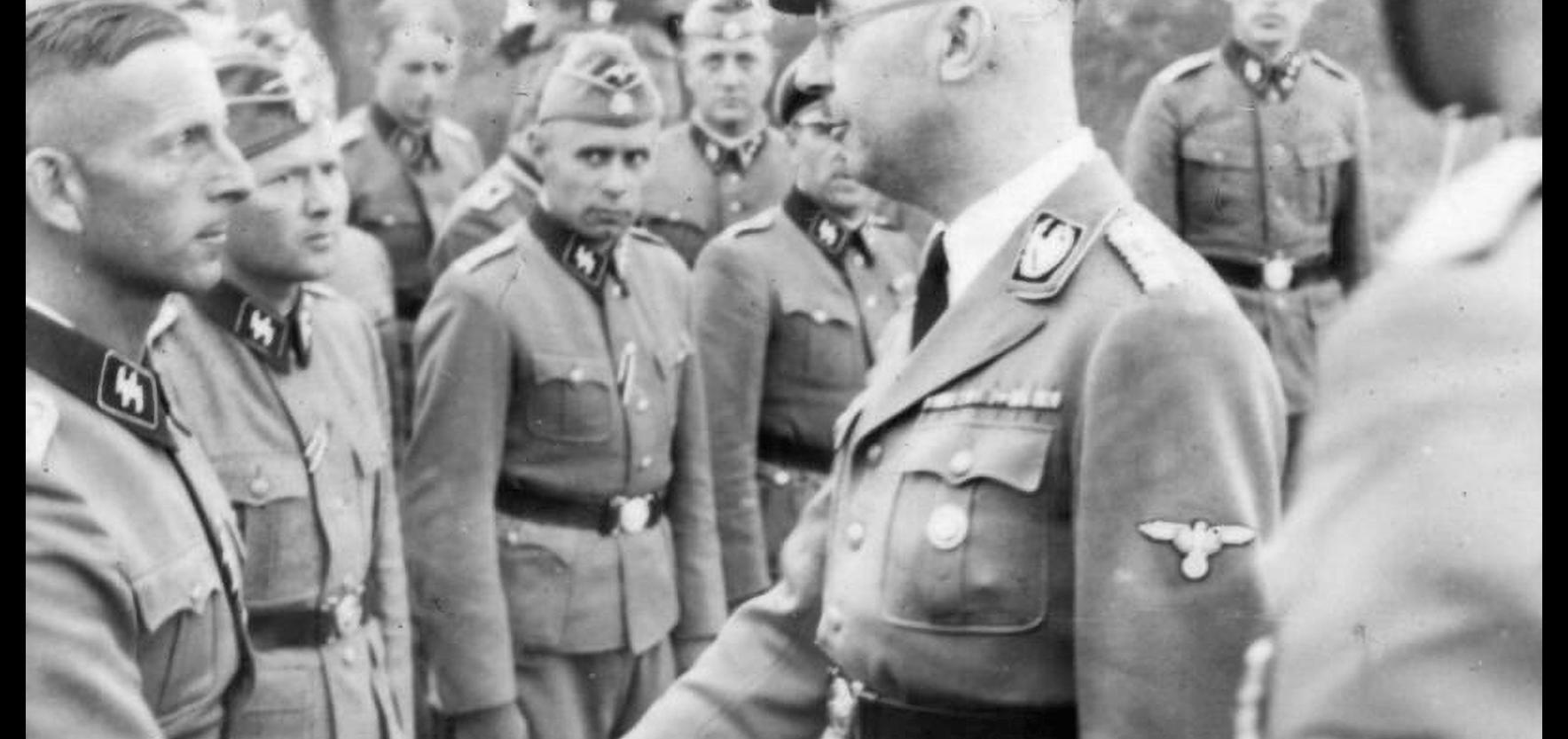 Himmler und Angehörige der Waffen-SS