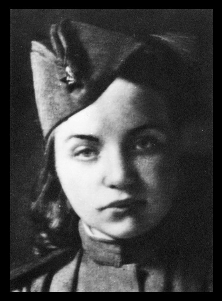 Porträt von Olga Golowina als junge Soldatin